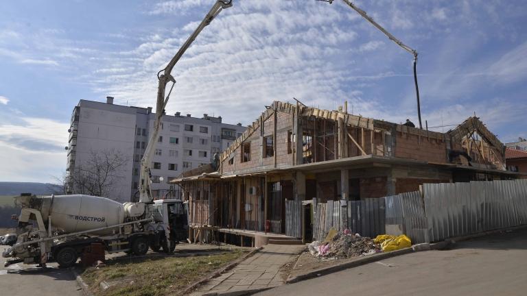 Снимка: Стена на къща в София рухна заради строеж