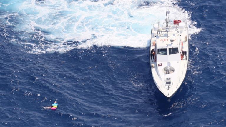 Двама туристи с надуваем дюшек са спасени от бреговата охрана на Гърция