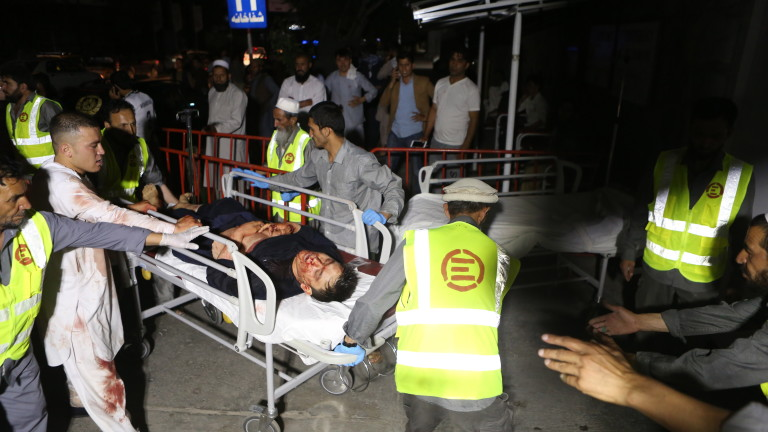 Най-малко 66 души бяха ранени вчера при поредица експлозии в
