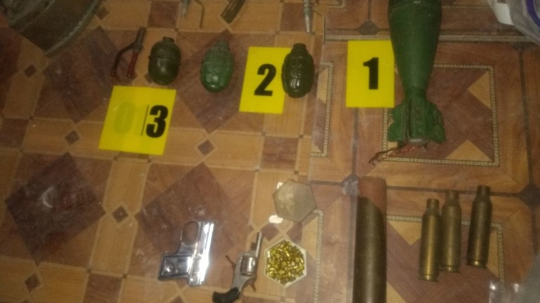 Откриха незаконен боен арсенал във вила край Варна