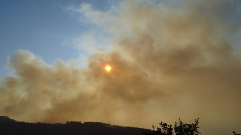 Пожарът над Карлово е почти локализиран