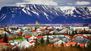 Туристите буквално заливат Исландия. Как ще се справи тя?