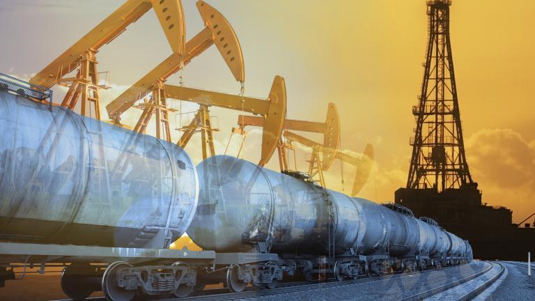 Петролът умерено поскъпва. Силен спад на запасите в САЩ