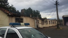 Четири тира и шивашки цех горяха в Айтос