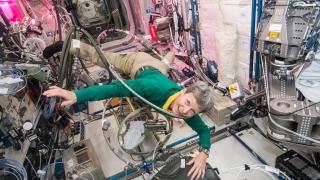 Астронавтът от САЩ Пеги Уитсън продължава да чупи рекорди