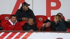 Пламен Марков изригна: Водим с 1:0, а феновете нахлуват на терена...