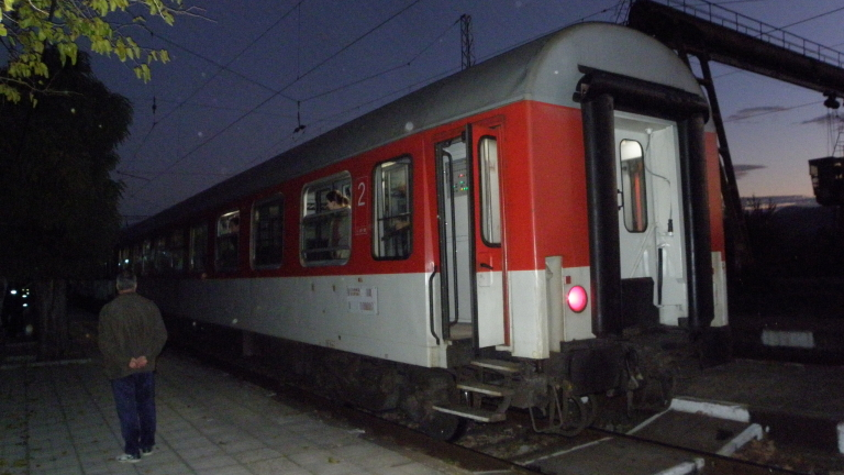 БДЖ: Временно е спряно движението на пътнически влакове на гара Перник