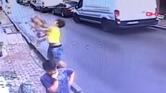 17-годишен се превърна в звезда в Истанбул - спаси падащо дете от втория етаж