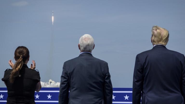Президентът на САЩ Доналд Тръмп пристигна в космическия център