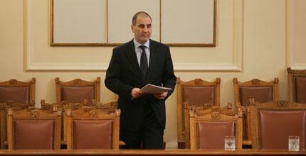 Вътрешната комисия вика Цветанов за палежите