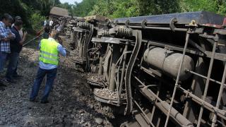 Пет вагона от товарен влак се обърнаха край Волуяк
