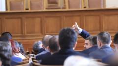 """Само 8 депутати """"за"""" да си намалят заплатите"""