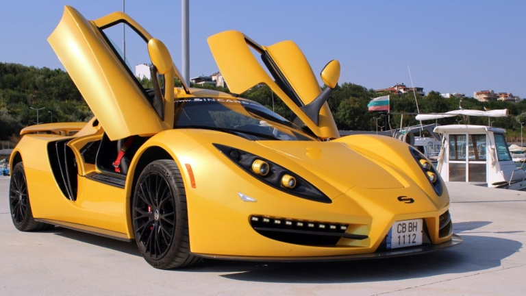 Българската суперкола на едно от най-големите автомобилни изложения в света
