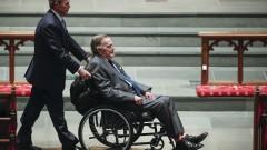 Джордж - Буш старши е приет в болница