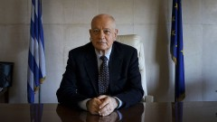 Гръцкият министър на икономиката подаде оставка след корупционен скандал