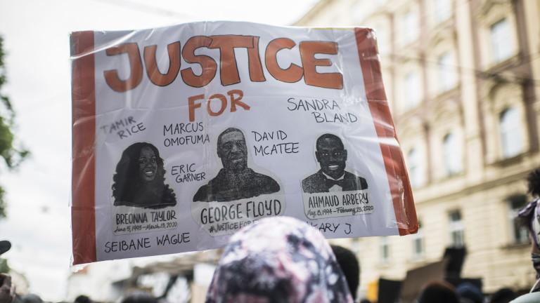 Повечето американци подкрепят протестите и искат реформа в полицията