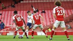 Ламела вкара кандидат за Гол на сезона в Англия, но беше изгонен, Арсенал триумфира в дербито на Северен Лондон