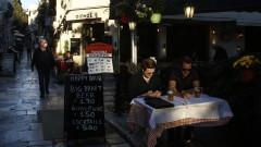 Коронавирус: Масово налагат глоби в Гърция - дори за неправилно поставена маска