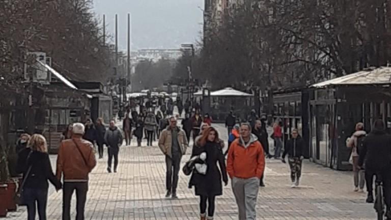 Слънчевото време, птичите песни и празните улици предизвикаха неколцина столичани