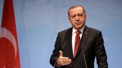Не ни доставяте оръжие, а го давате на терористите безплатно, оплака се Ердоган от САЩ