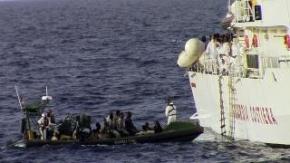 Спасиха около 2 300 мигранти в Средиземно море край Либия