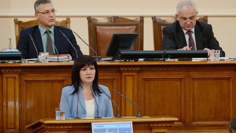 Караянчева се уповава на хумор в тежки ситуации