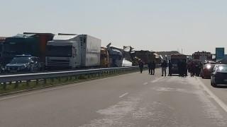 """Верижна катастрофа с тирове блокира АМ """"Марица"""""""