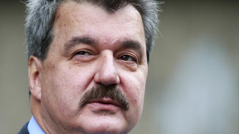 Батков: Въпросът с оставката на Борислав Михайлов трябва да бъде решен на конгрес
