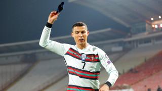 Сърби продадоха на търг капитанската лента на Роналдо