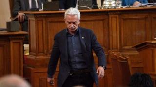 Сидеров пое курс на атака срещу кабинета и Борисов