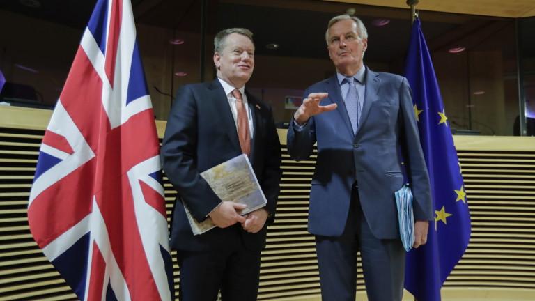 """В търговския спор Великобритания иска от ЕС да отложи """"забрана на колбасите"""""""