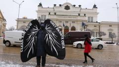 """Активисти демонстрират срещу мръсния въздух облечени като """"бели дробове"""""""