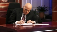 Слави Трифонов остана в ефира на bTV