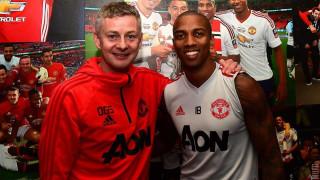Ашли Йънг подписа нов договор с Манчестър Юнайтед