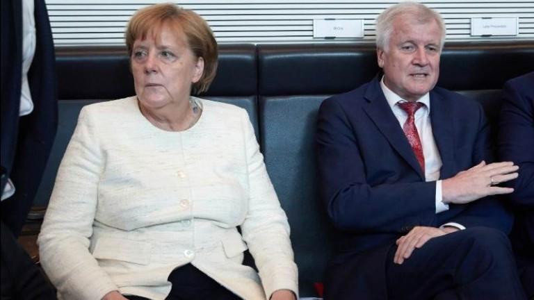 Вътрешният министър на Германия Хорст Зеехофер разкритикува остро канцлера Ангела