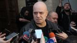 Слави Трифонов отговаря на поканата на Нинова: Късничко е да бъдете котаракът Леополд