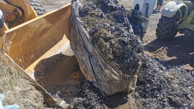 Над 120 тона достигна откритото количество незаконно загробен боклук край