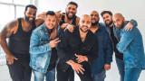 Закръглени мъже пресъздават реклама на Calvin Klein