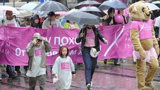 """Походът на AVON срещу рака на гърдата тръгна """"по вода"""""""