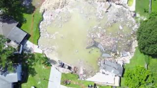 Пропаст погълна две къщи във Флорида