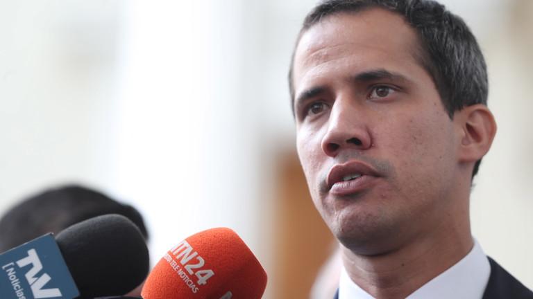 Снимка: Гуайдо с призив към армията да допусне хуманитарната помощ