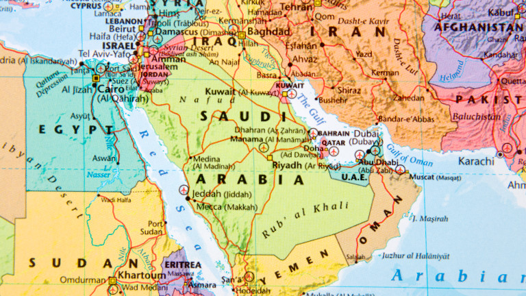 Иран задържа кораб и привика шарже д'афер на ОАЕ