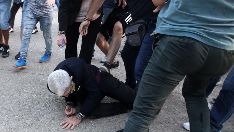 Националисти нападнаха кмета на Солун Янис Бутарис по време на