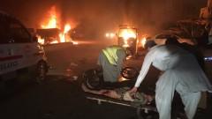 Атентатор самоубиец удари шиитски храм, избивайки и ранявайки десетки в Пакистан