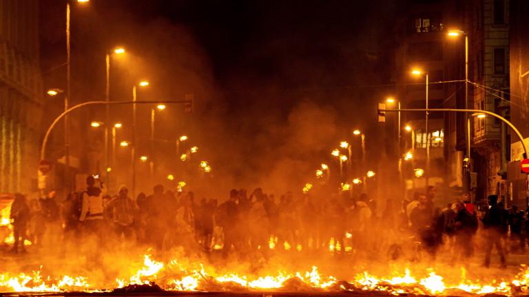 Хиляди в Каталуния за пореден ден се обединяват в подкрепа