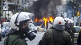 Фенове на Олимпиакос атакуваха министър в Пирея