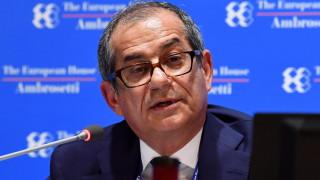 Финансовият министър на Италия плаши с оставка, притискат го да развърже кесията