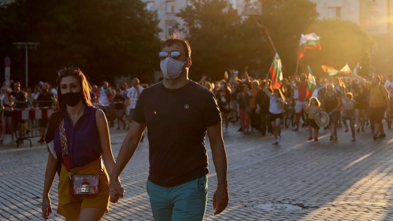 Задържани са двама протестиращи младежи