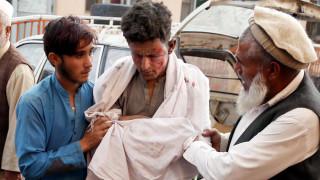 Бомба избухна в джамия в Афганистан, десетки загинали