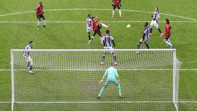 Манчестър Юнайтед с грешна стъпка по пътя към върха